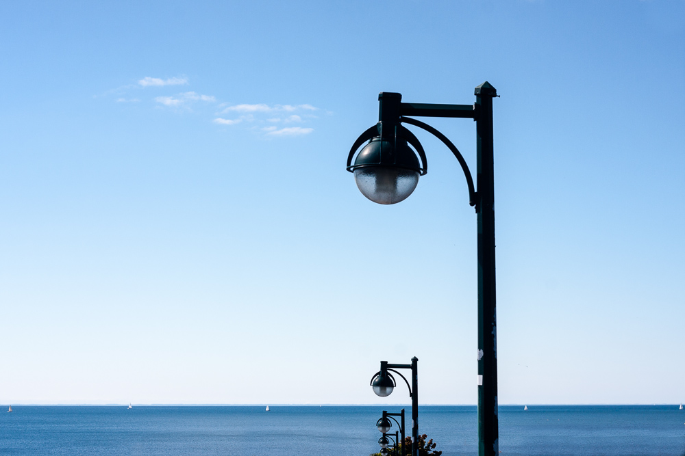 Staggered Lampposts